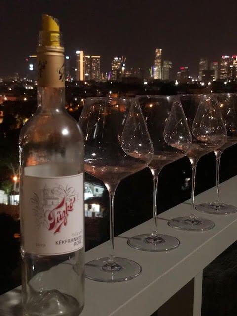 טוזקו רוזה קקפרנקוש 2019 מנות שמתאימות ליין יבש רוזה יין הונגרי מאת החבית ההונגרית